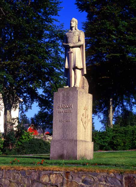 Statue av Håkon den gode ved Fitjar på Stord